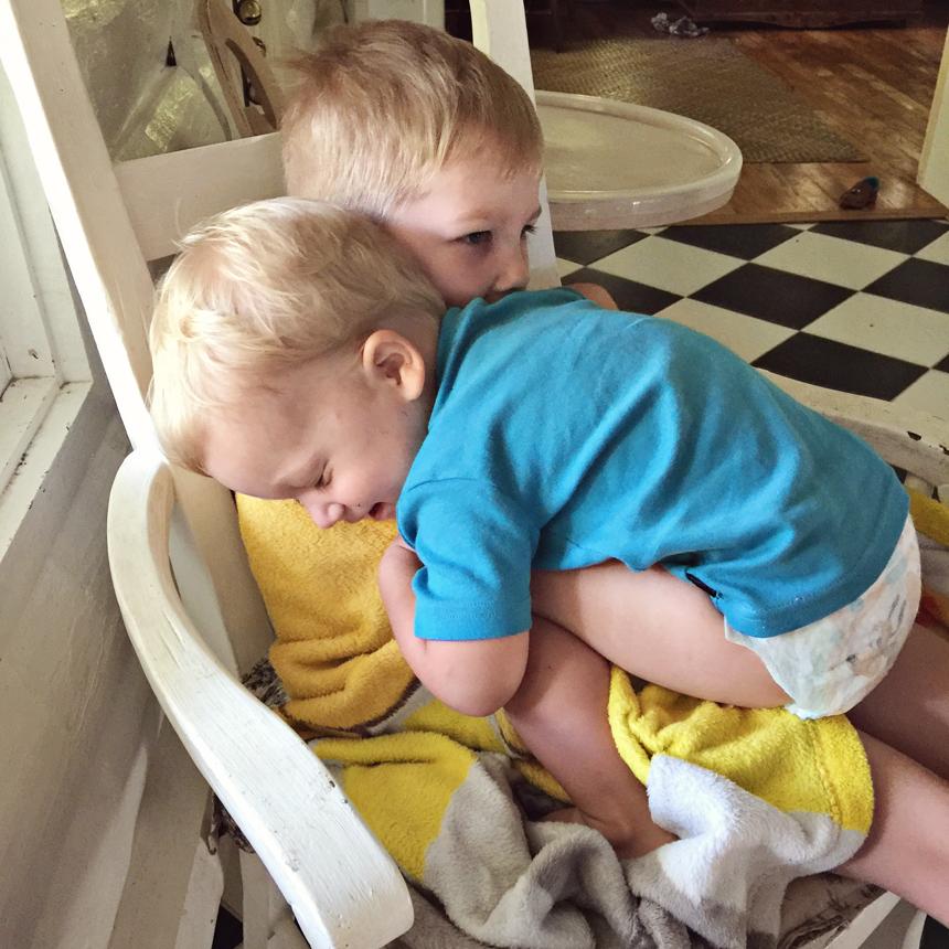 Harri ronis Krennu sülle kallistama :) Nii nunnud!