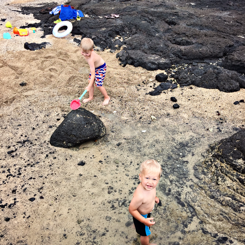 Meie lemmikus, Onekahakaha rannas